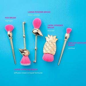 Nwt Tarte Flamingle 5 piece brush set